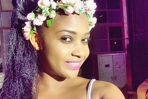 This video of a popular Tanzanian actress struggling to speak English with her PRIVATES exposed will excite you