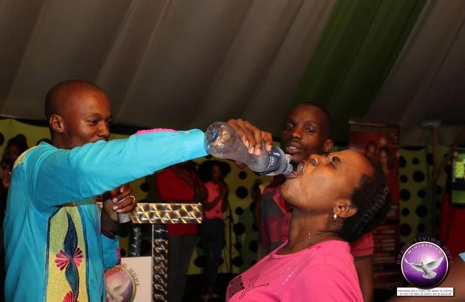 Priest murders followers by making them drink POISON (photos)