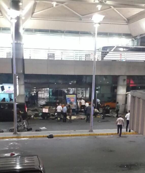 Más de 20 muertos deja atentado suicida en Estambul
