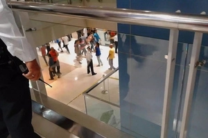 OMG! Nakakatakot naman! Teen girl leaps to death at SM Megamall