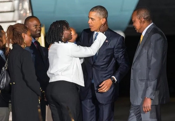 Obama treats his sister Auma one more time and he surely loves her