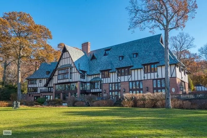 Angelina jolie and brad pitt 39 s long island estate is up for Long island estates for sale
