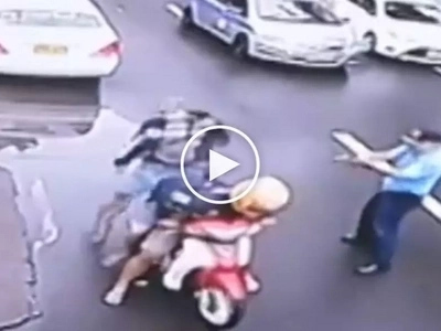 Barilan sa kalsada! Brave Pinoy cop gets into brutal gunfight with 3 deadly hold-uppers in Manila