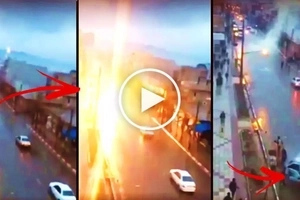 Watch this moving car get violently struck by lightning during rainy weather! What happened next will terrify you!