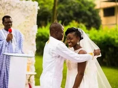 Mimi huosha CHUPI za mke wangu - mwanamume akiri (picha)