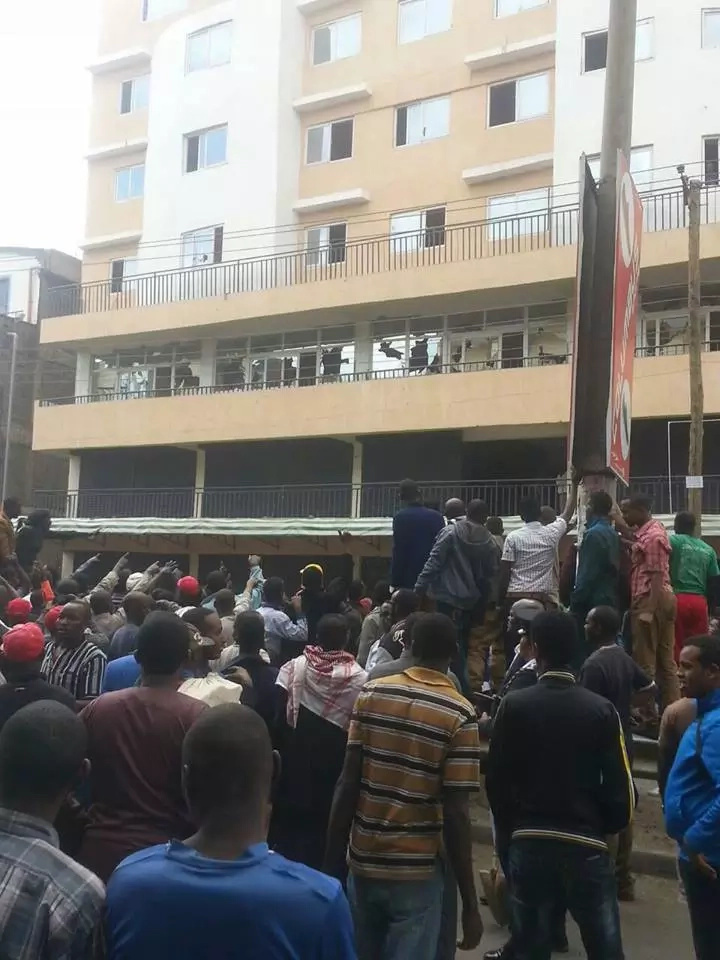Chaos in Eastleigh after hawkers fight police over mall