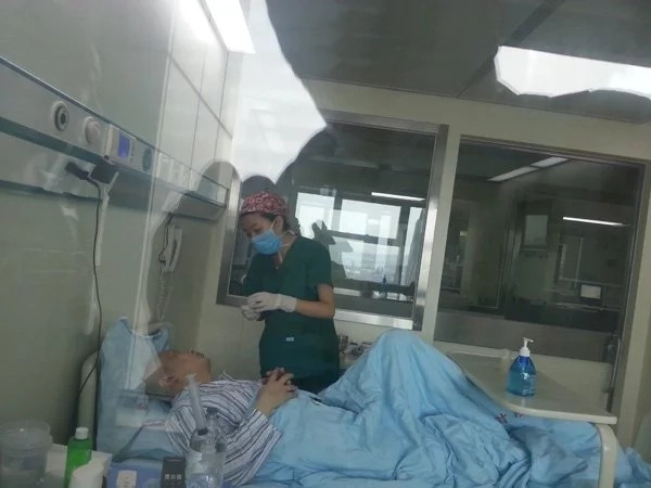 Cao's father is still on recovery after the transplant. (Photo credit: shanghaiist.com)