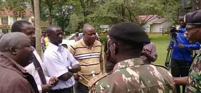 Wetangula aisuta serikali baada ya maafisa wa polisi kumvuruga Boni Khalwale nyumbani kwake