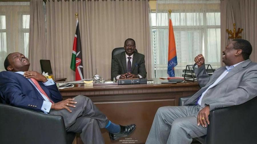 Muangamize Raila na usimuonyeshe huruma- Mutahi Ngunyi amsihi Uhuru