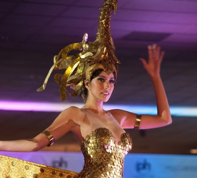 Rachel Peters is sarimanok in national costume for Miss Universe