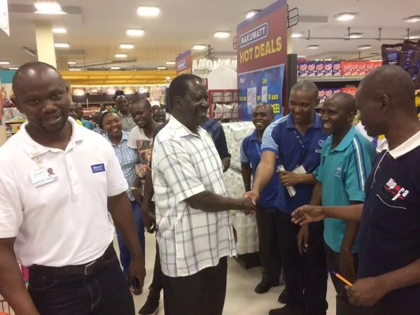 Cord leader meets potential voters at shopping mall