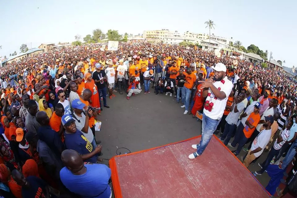 Hassan Joho pulls a delightful surprise for supporters during rally