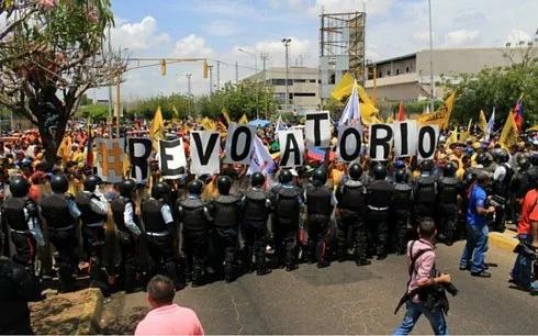 Venezuela exige acelerar el proceso para el referendo en contra del presidente