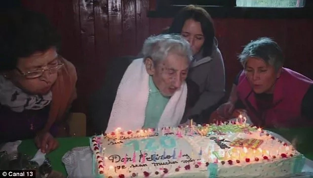 Celino's ID indicates that he was born in 1896. Photo: Canal 13