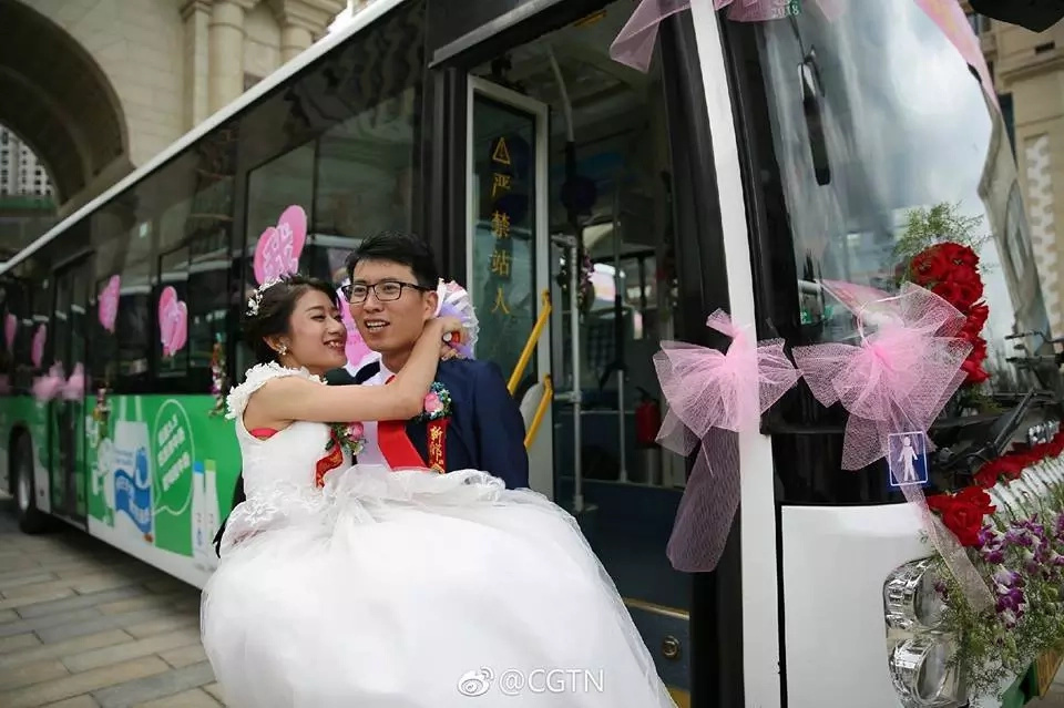 The bride wanted her bus to witness her special day. Photo: Facebook/CGTN
