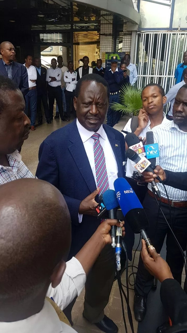 Raila visits Chebukati after he threatened to resign