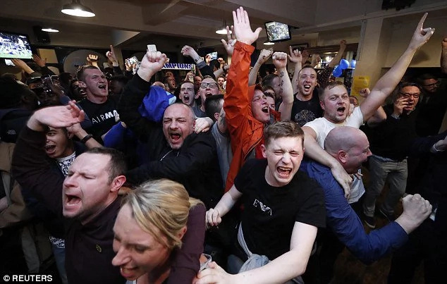 Leicester players, fans go wild after winning the league