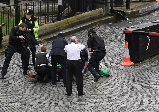 Breaking! At least 2 dead and dozens injured in London TERRORIST ATTACK (photos, video)