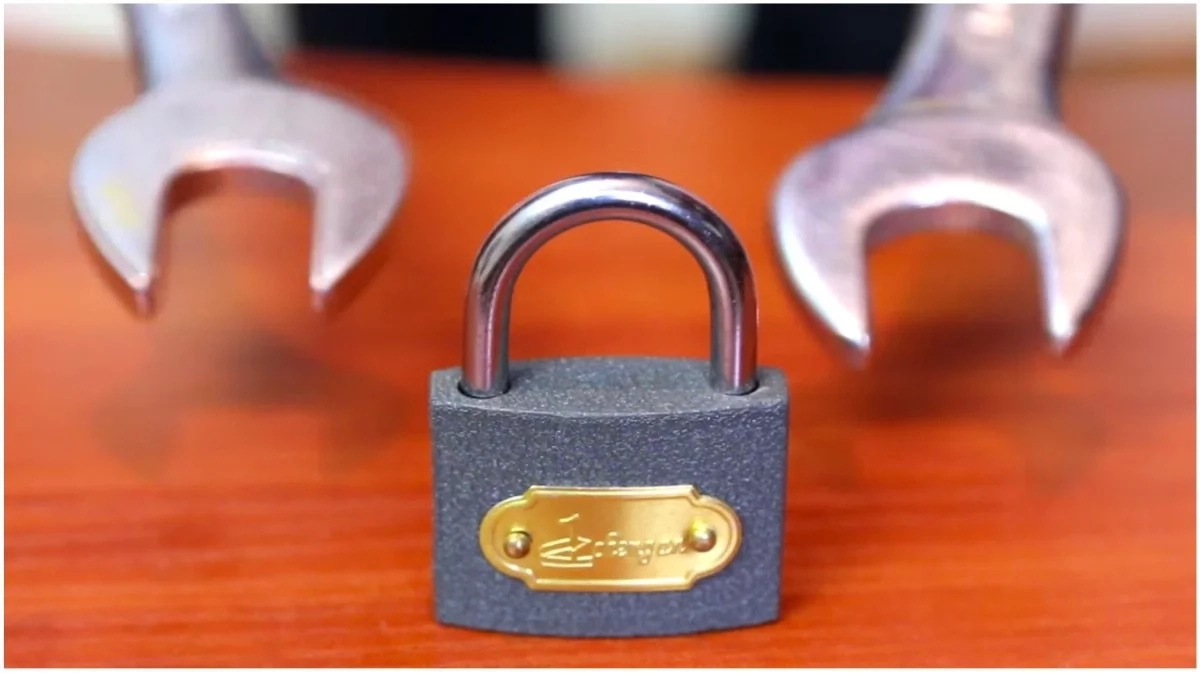 ¿Perdiste la llave de tu candado? Ábrelo con este sencillo truco