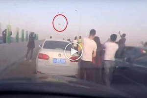 Alien invasion: Freaky UFO sighting in China scares motorists and causes heavy traffic