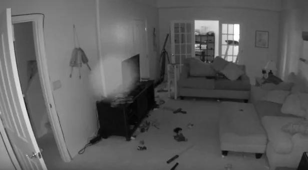Tomó una foto de algo extraño en su casa que lo hizo sentir un horror escalofriante. El residente ha grabado la misma forma todos los días