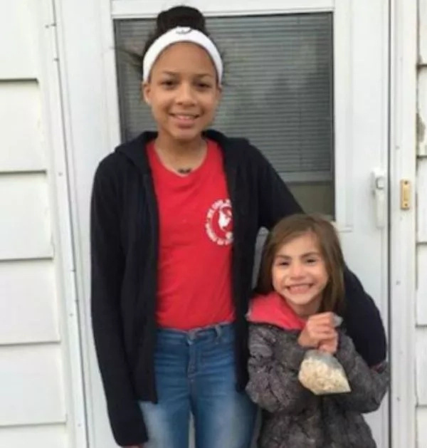 Jada Miller (left) and the neighbor she rescued, Caylee Carr