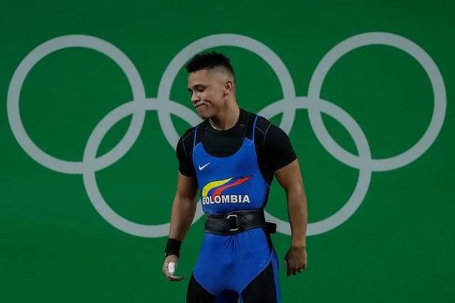 ¡Por un kilo!, pesista colombiano se quedó sin medalla
