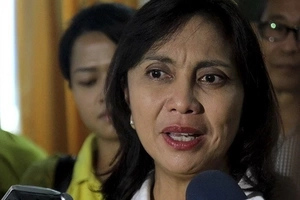 Netizens shocked and divided over Leni Robredo's resignation