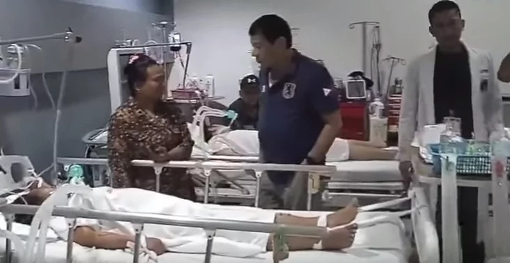 Duterte visits Davao blast victims at hospital, morgue