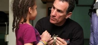 Un pequeño cambio en cómo debes hablarle a tus hijos los puede ayudar a ser más exitosos