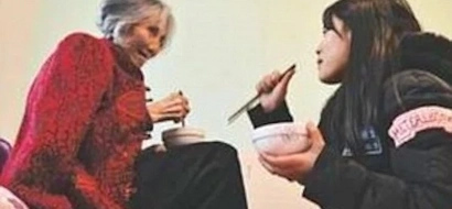 Touching! Chinese teenager brings along her grandma to university so she can look after her