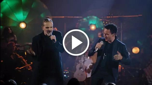 Fonseca y Miguel Bosé en un dúo muy pegajoso