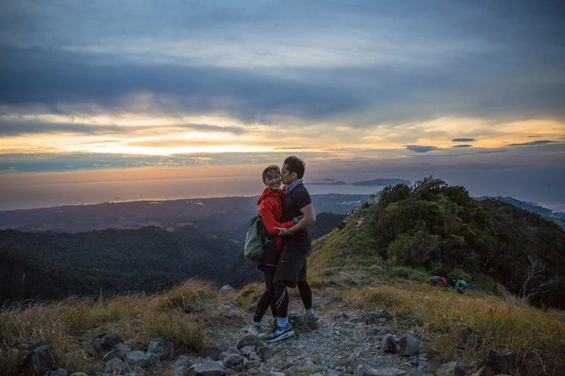 Have You Seen Carlo Aquino's Better Half in Real Life? Look at Their Sweet Moments Together!