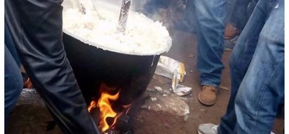 Nyeri residents celebrate Uhuru's victory by coking Ugali on the streets