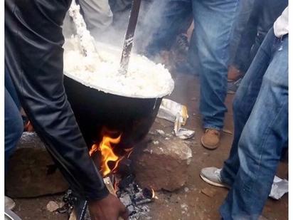 Wenyeji wa nyeri wapika ugali barabarani kama njia ya kusherehekea ushindi wa Uhuru katika Mahakama ya Juu Zaidi