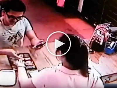 Vigilant cashier catches 'conyo' customer stealing money from counter in restaurant