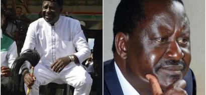 Huyu ndiye msichana 'aliyemhangaisha' Raila Odinga sakafuni mbele ya Ida Odinga (video)
