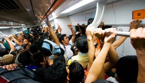 5 types of people you encounter when riding MRT and LRT