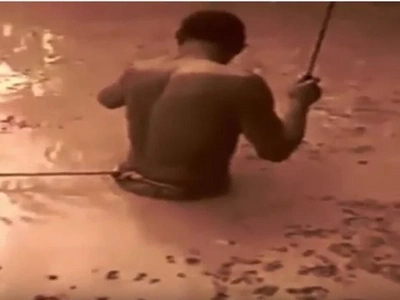 Man Uses Himself As Bait And Gets Shocked By An Electric Eel