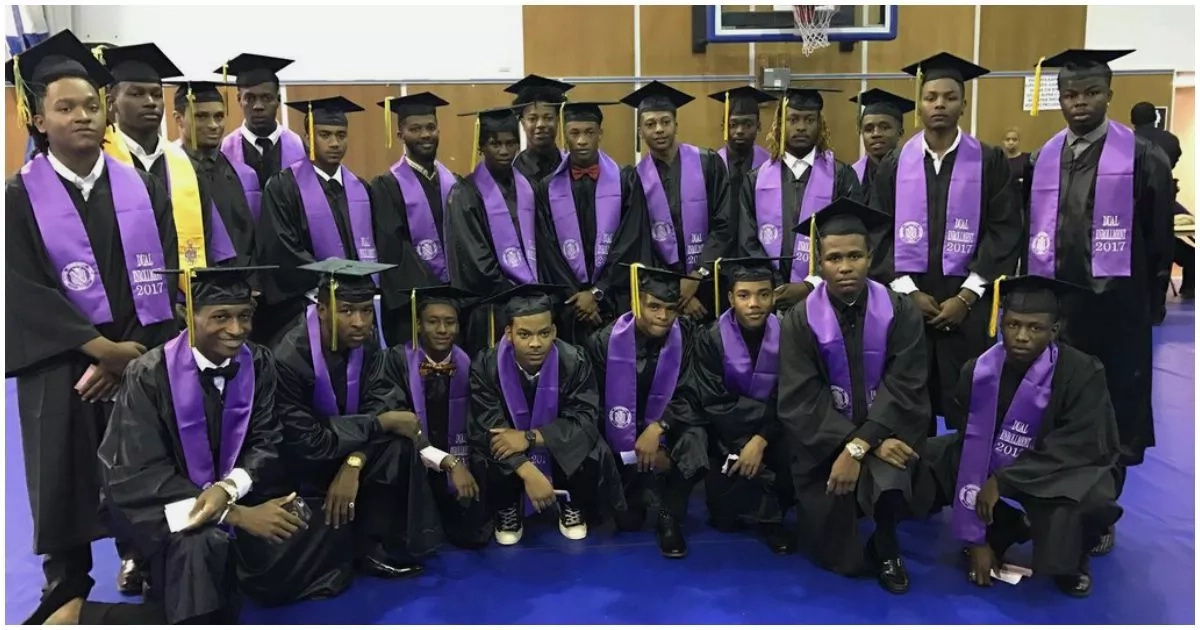 These 23 students get college certificate before graduating from high school (photo)