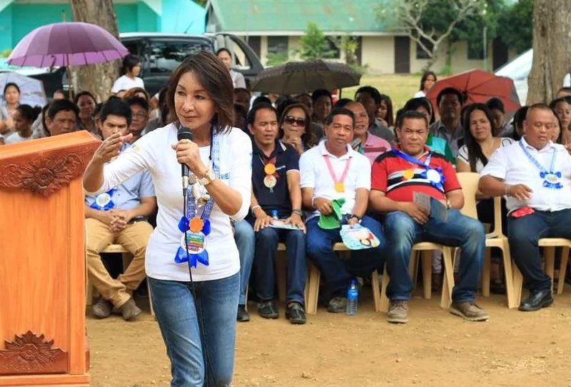 Gwen Garcia chooses Duterte over Binay