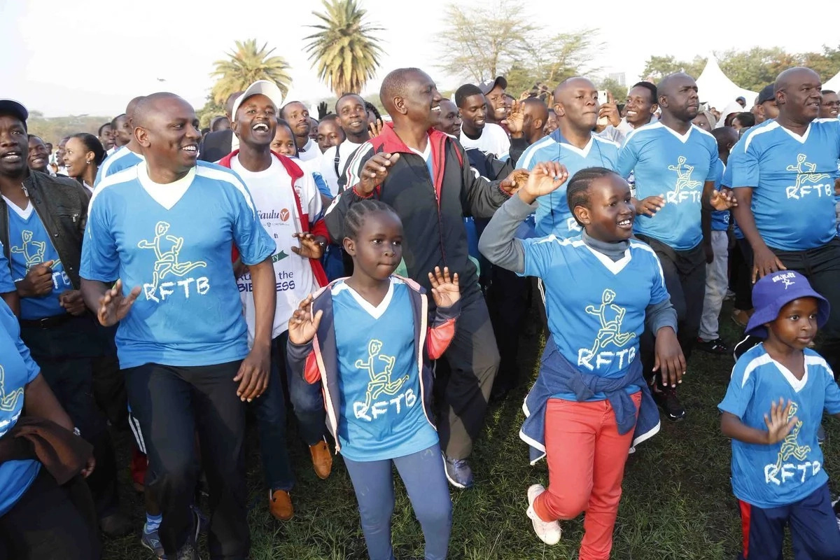 William Ruto does the Odi dance and the video is just rib-cracking