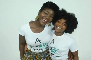 Mother rents BILLBOARD to show her daughter how beautiful her natural hair looks (photos)