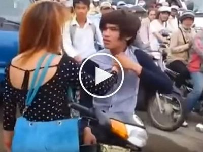 Annoyed boyfriend violently assaults his girlfriend for embarrassing him in public