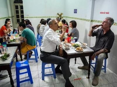 Obama, Bourdain eat $6 noodles in Vietnam