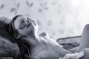 Bebé muere de cáncer, pero madres, MIREN su funeral. ¡Es conmovedor!