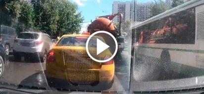 Poop truck explodes on the full road, sending poop water flying everywhere (video)