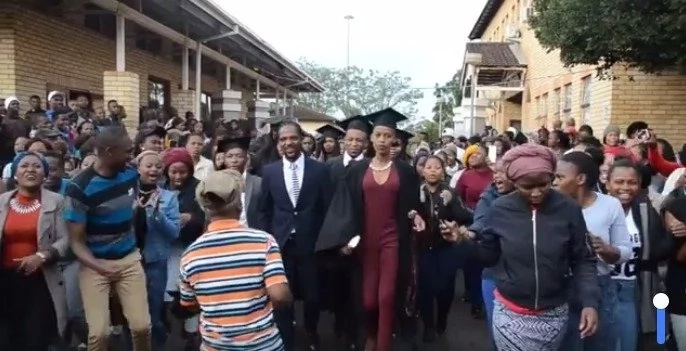 Community turns up to welcome its graduates