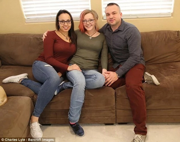Couple who have been married for 12 years and share girlfriend divorce to allow one of them marry their lover (photo)