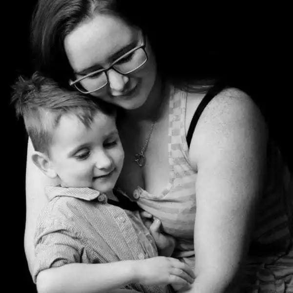 Madre encuentra en Facebook foto de su hija nacida muerta